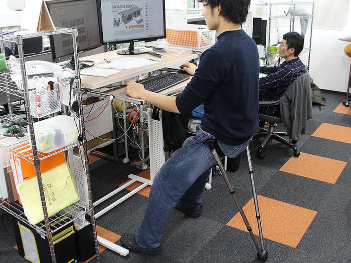 オフィスでVチェアを使う人