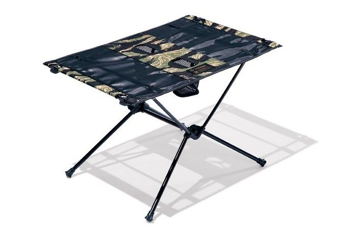 ヘリノックスとネイバーフッドのコラボテーブル