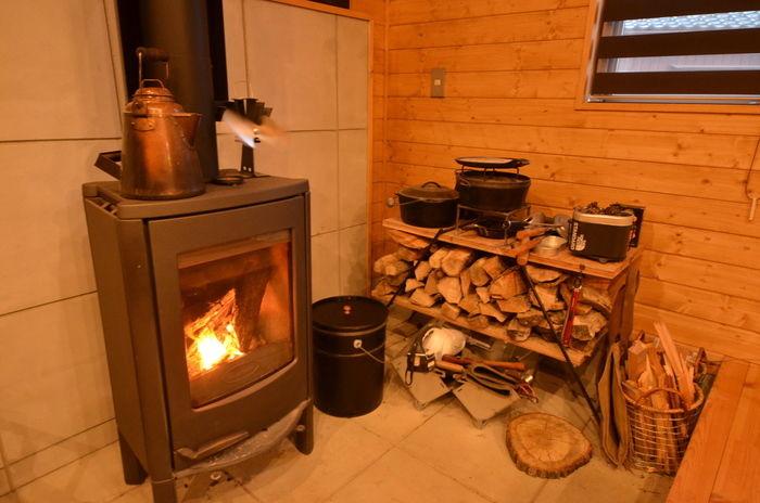 キャンプブロガーkabawoさんの自宅の薪ストーブ