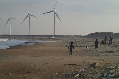 日川浜キャンプ場近くの海の浜辺