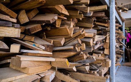 積み上げられた木材