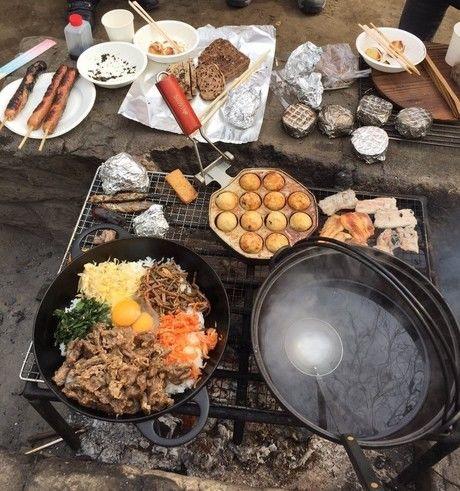 キャンプでの料理の様子