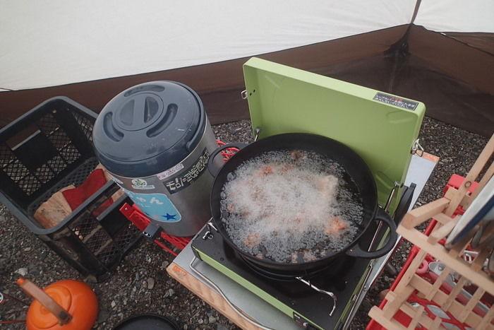 ニューラウンド万能鍋を用いた揚げ物の様子