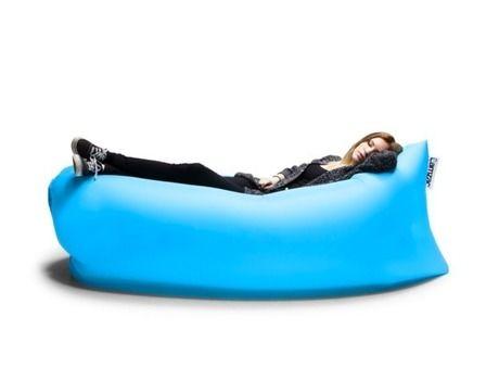 Lamzac Hangoutで寝る女性