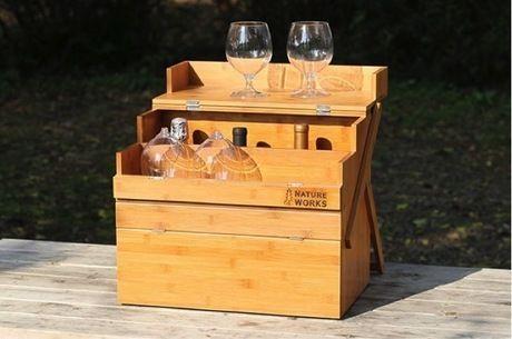 ワインッボトルとワイングラスが入ったワーカーズオカモチの岡持ち型調味料BOX