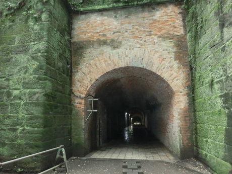 神奈川県、猿島のトンネル