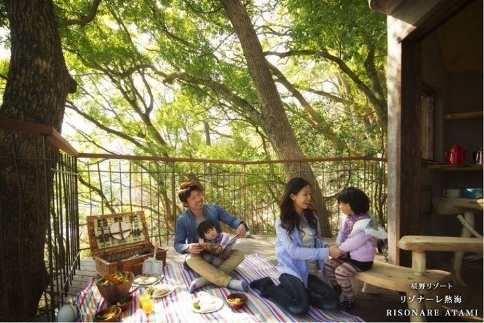 リゾナーレ熱海ピクニックをする家族
