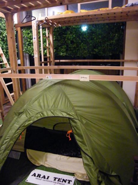 店内に設置されているテント