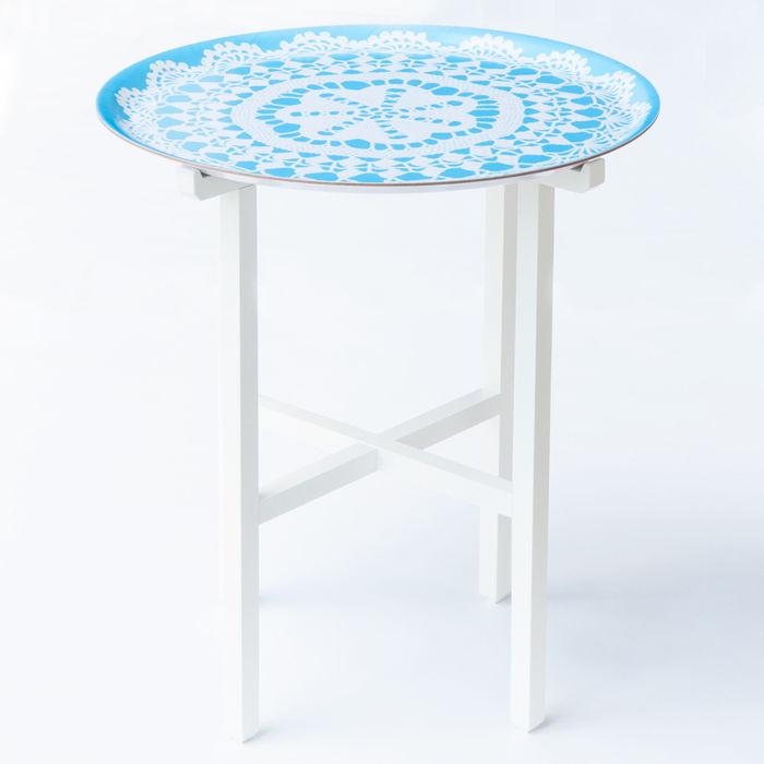 レース模様のサイドテーブル