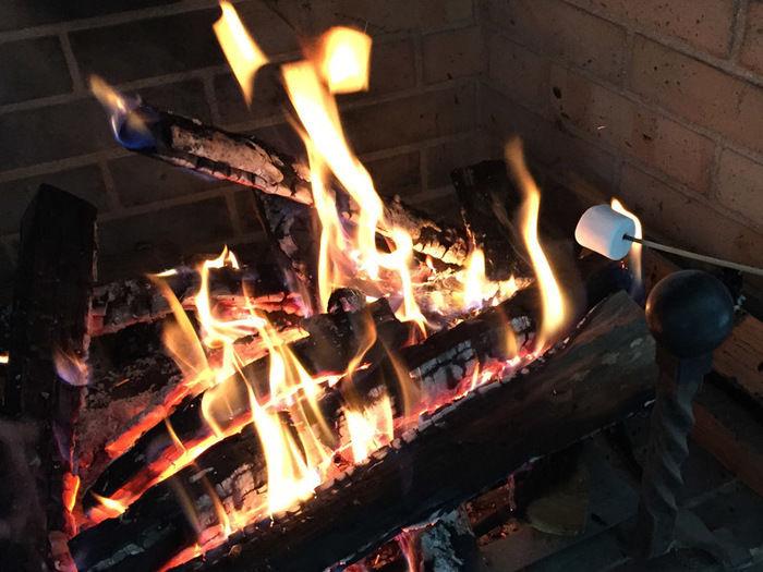 休暇村日光湯元の暖炉 DE 焼きマシュマロ体験