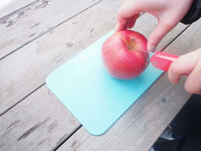 カットされているリンゴ