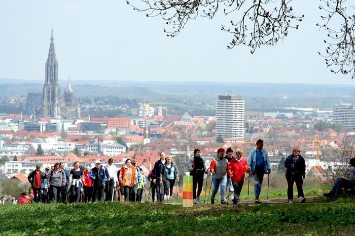 ハイキングをしている人々