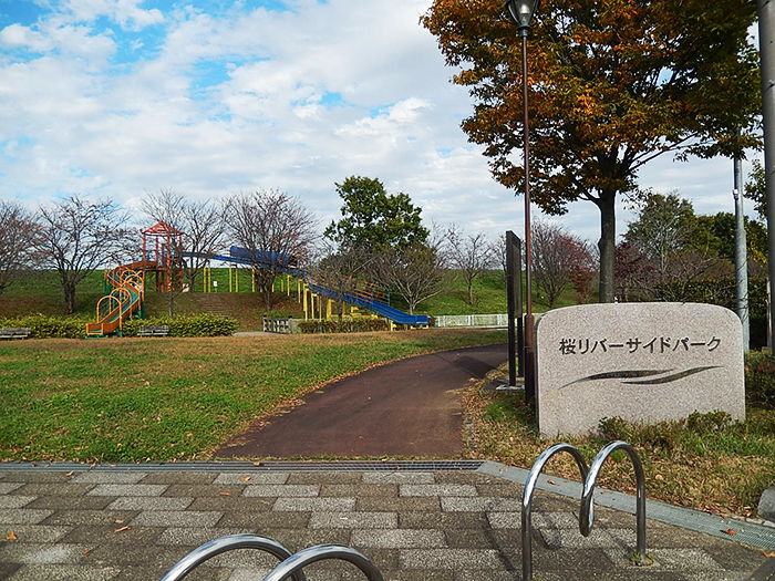 桜リバーサイドパークの入り口