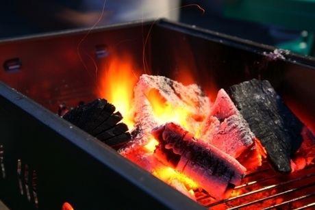 火がついた炭