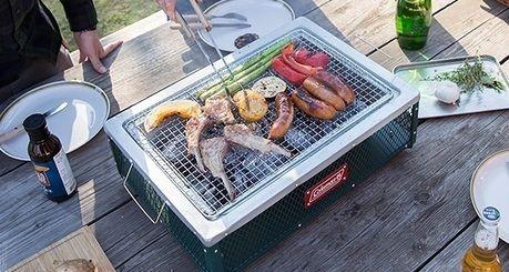 肉や野菜を焼く様子