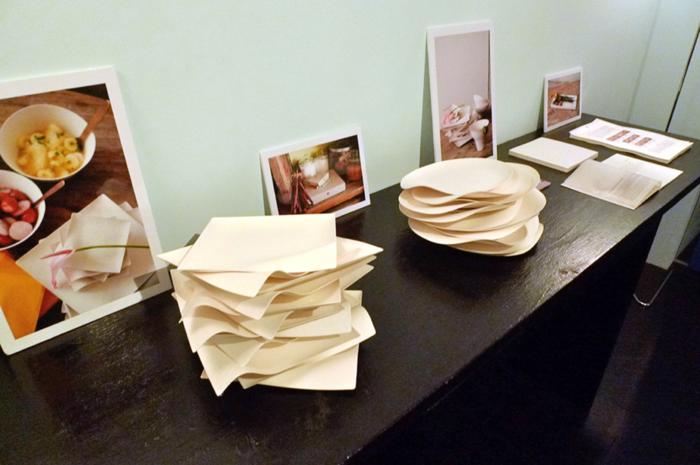 重ねられたWASARAの紙皿