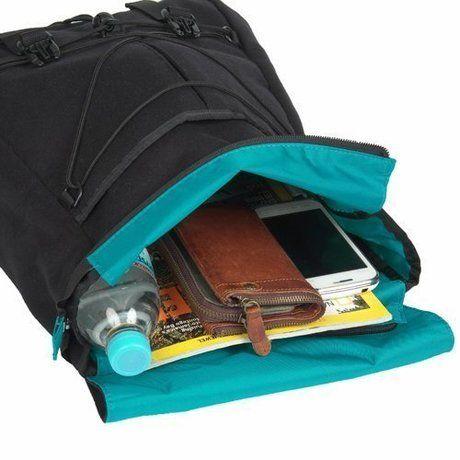 教科書やペットボトル、財布や携帯も入る容量の大きいデイパック