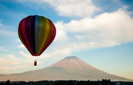 気球と富士山
