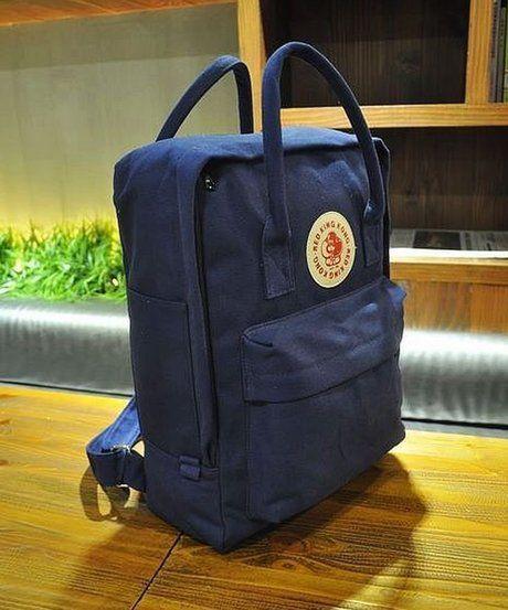 フェールラーベンのカンケンバッグの紺色