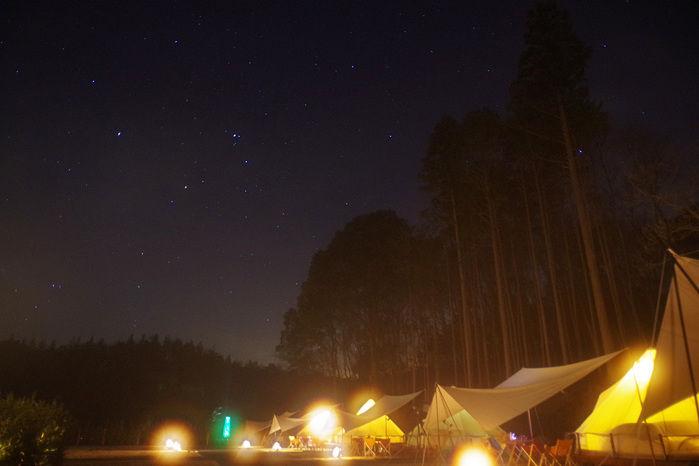 森と星空キャンプヴィレッジから見える星空とテントサイト