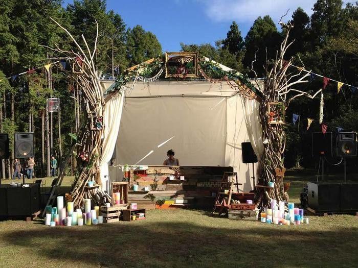 屋外のテントサイト
