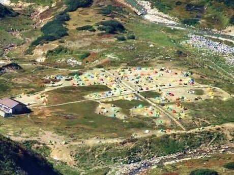 雷鳥沢キャンプ場のキャンプサイトの空撮