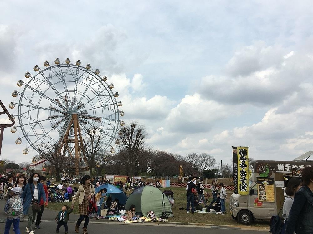 東武動物公園の遊園地にある広場です。