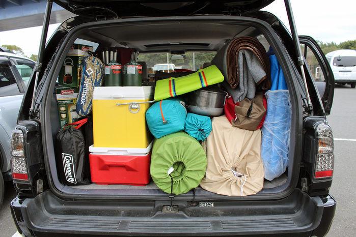 車に積み込まれたキャンプ道具たち
