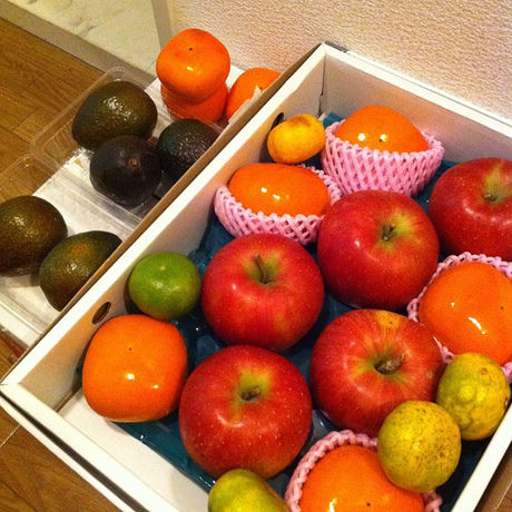 箱に入った果物