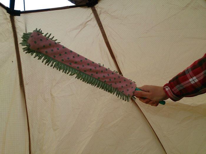テント内の結露を拭くハンディモップ