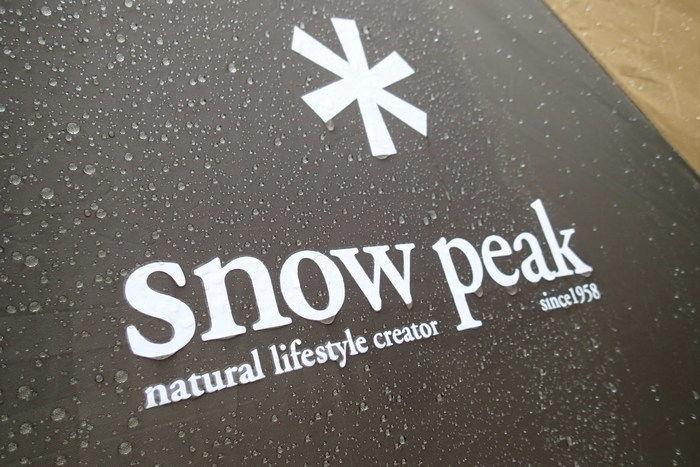 水を弾いているスノーピークのテント