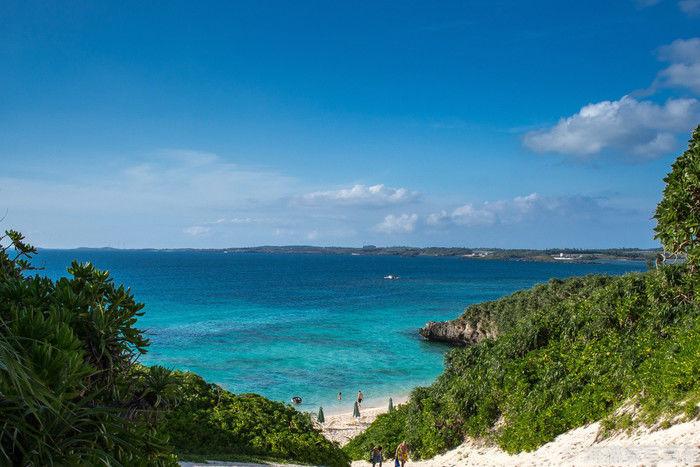 宮古島の青く澄んだ海