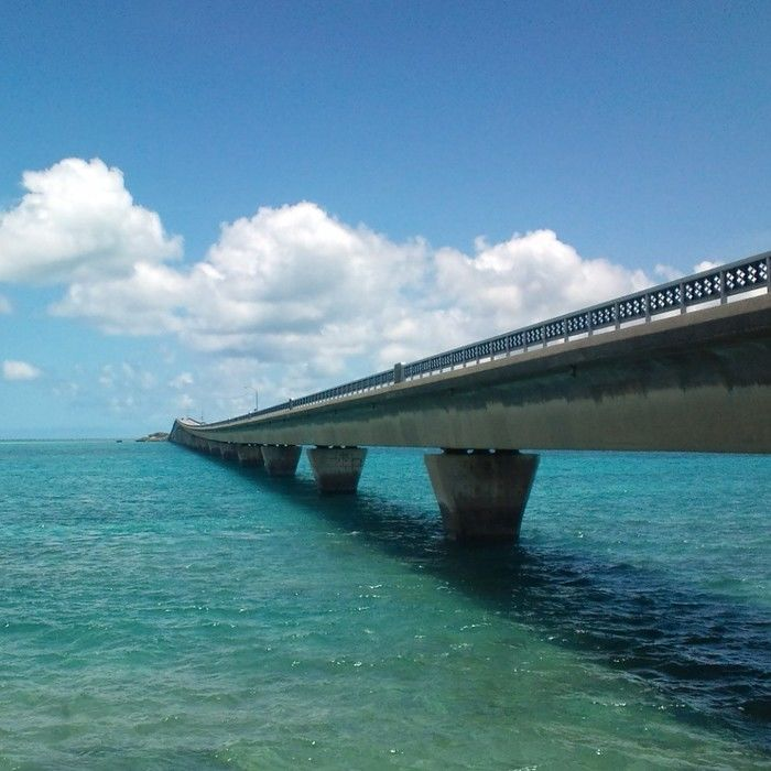 海に浮かぶ伊良部大橋