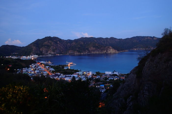 小笠原諸島父島の夕暮れの街並み