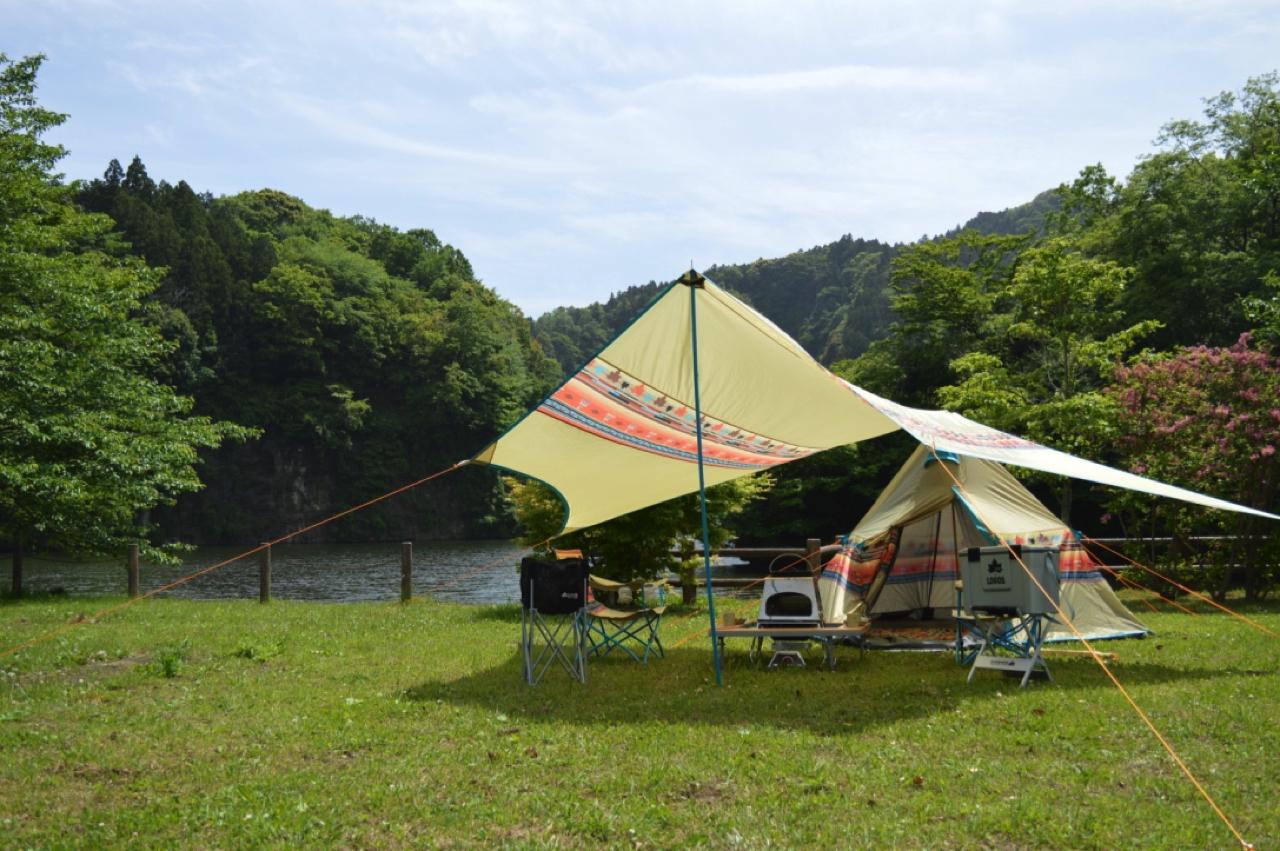 キャンプ初心者に絶対オススメのテント!ワンポールテントとは?
