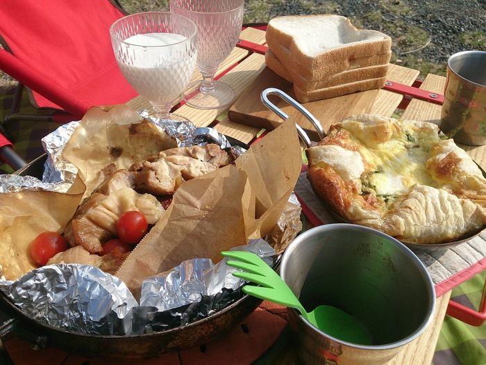 キャンプ場での朝食の様子