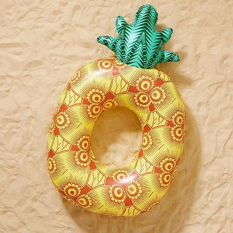 パイナップルをモチーフにした浮き輪