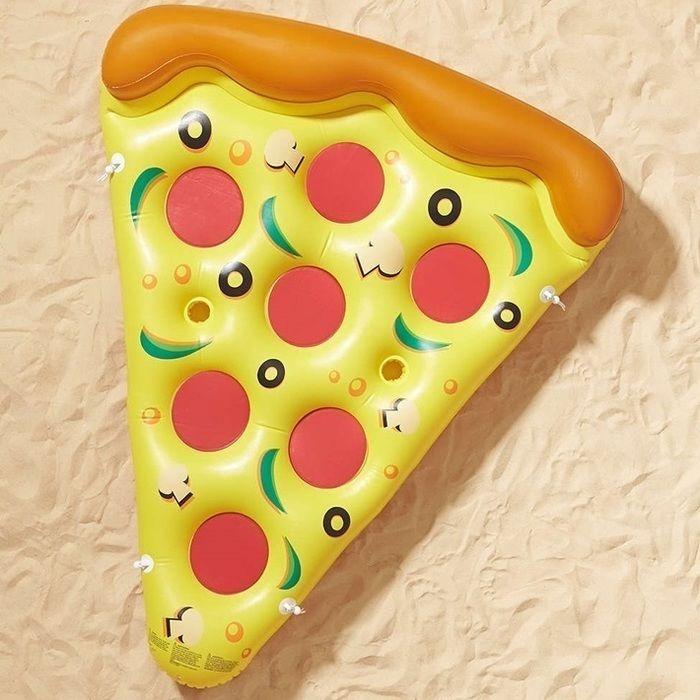 ピザの形をした浮き輪