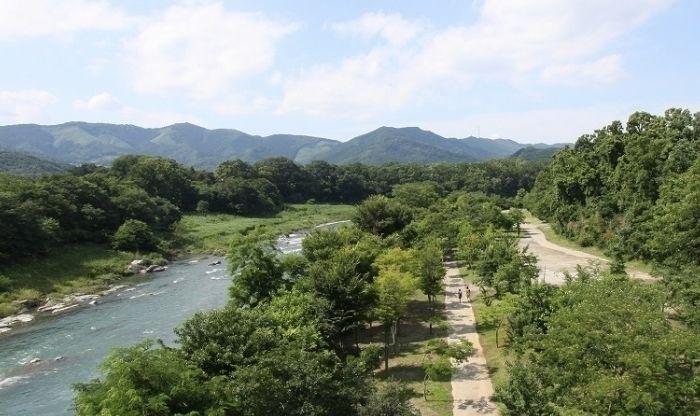 大自然に囲まれた長瀞オートキャンプ場と荒川