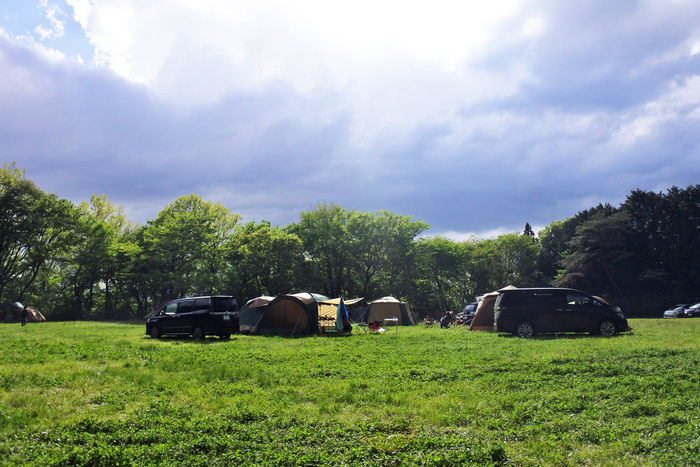 栃木県那須郡那須町湯本、那須高原でキャンプをする様子