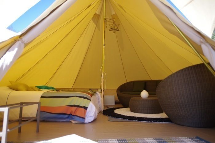 森と星空のキャンプヴィレッジのテントの内装