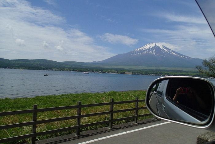 車から望む富士山の様子