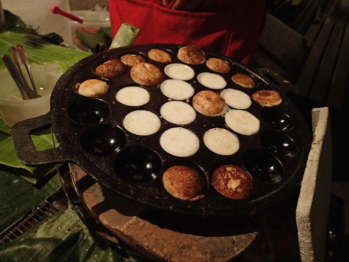 ラオスのココナッツを使ったカノムロックというデザート