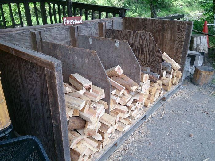cazuキャンプ場に用意されている薪