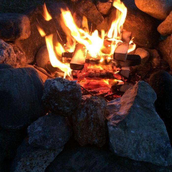 かまどでの焚き火