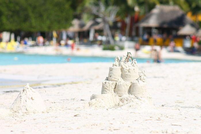 崩れかかった砂のお城