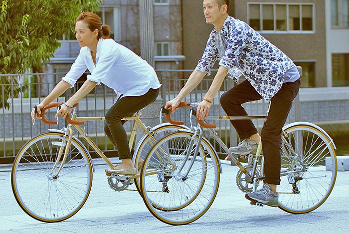 ドッペルギャンガーの自転車で並走する様子