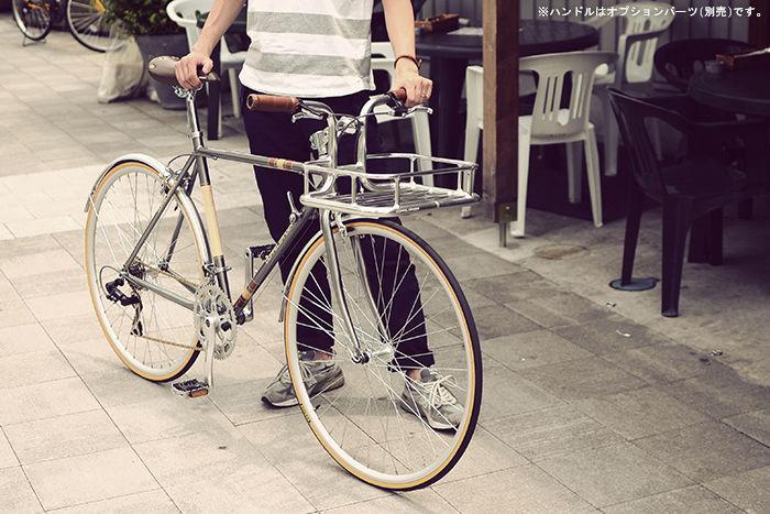 ドッペルギャンガーの自転車を押す様子