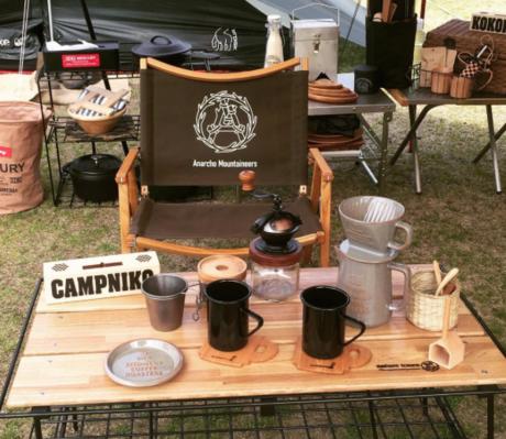 キャンプで使われる木製のファニチャー達