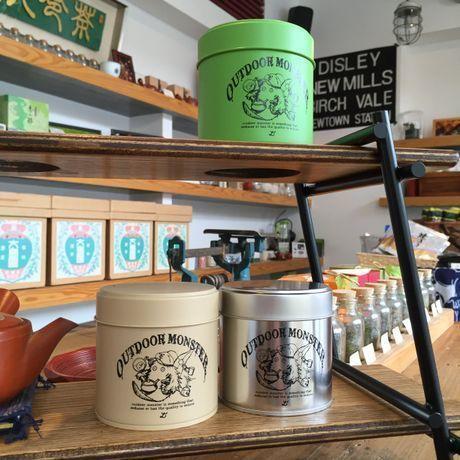 棚に飾られたTEABOY茶缶